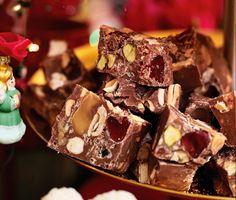 Homemade Chocolate Fudge (Easy, No-Bake Recipe) - Gemma's Bigger Bolder Baking Ep. Chocolate Chunk Brownies, No Bake Chocolate Desserts, Homemade Chocolate, Easy Baking Recipes, Milk Recipes, Fudge Recipes, Dessert Recipes, Cookies And Cream Fudge, Fudge Flavors