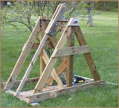 Trebuchet from common lumber. Crossbow Targets, Diy Crossbow, Crossbow Arrows, Wooden Projects, Outdoor Projects, Fun Projects, Wood Crafts, Off Grid Survival, Survival Prepping