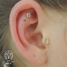 Searching for photos for my new Tragus class I found this photo  #earpiercing #earcandy #pinpointpiercing #piercingideas #tragus #traguspiercing #gold #mariatash #bvla #pinpoint #safepiercing #appmember