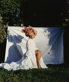 The long talked about BEYONCE cover of VOGUE Magazine's SEPTEMBER 2018 issue hits the internet this morning. While Beyonce is no doubt too cool to credit anybody, or anyone for her IG pics. Film Photography, Creative Photography, Editorial Photography, Fashion Photography, Glamour Photography, Lifestyle Photography, Shooting Studio, Mode Editorials, Fashion Editorials