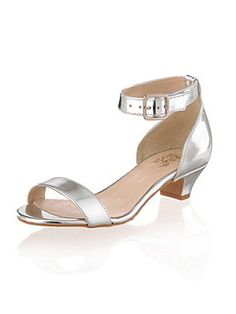 3540ffdf1e16 14 Best low heeled shoes images