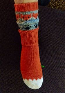 Revesokkar. Foxes on sockses - the cutest thing I've ever seen! Pattern for sale but is in norwegian.