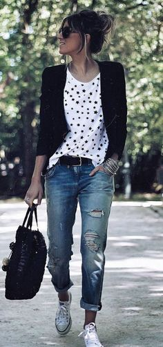 Cozy Fall Outfit Ideas For Active Women #casual #jeans #streetstyle #falloutfit