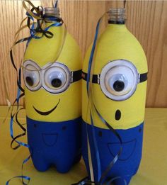 We all love the minions from Despicable Me because they are so cute and inspiring. For this post we found very interesting crafts inspired by minions. Minion Theme, Minion Room, Despicable Me Party, Birthday Party Centerpieces, Minion Centerpieces, Diy Minion Decorations, Table Decorations, Bottle Centerpieces, Party Favors