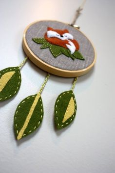 LIME RIOT - sleeping fox dream catcher. I like the felt on linen in the hoop. Very pretty combo.