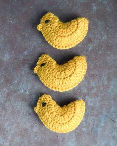 Crochet Animal Patterns, Stuffed Animal Patterns, Crochet Animals, Easter Crochet, Crochet Earrings, Pokemon, Birds, Pot Holders, Hens