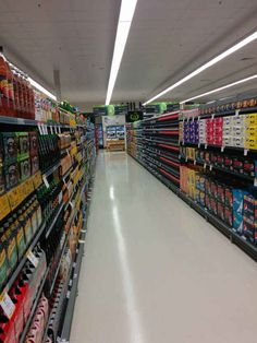 This supermarket aisle before the doors were opened. | The 31 Most Pleasurable Things That Have Ever Happened