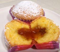 Muffin dal delicato sapore di vaniglia, che nascondono al loro interno un cuore morbido e goloso di marmellata all'Albicocca. Provateli caldi, sono ancora