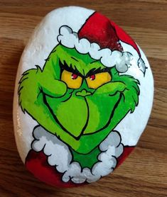 Christmas DIY : The Grinch hand painted Christmas rock Rock Painting Patterns, Rock Painting Ideas Easy, Rock Painting Designs, Painted Rocks Craft, Hand Painted Rocks, Hand Painted Ornaments, Stone Crafts, Rock Crafts, Pebble Painting