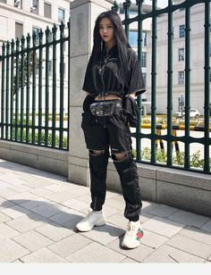 36 Street Style Grunge Looks to Wear Right Now Tatuajesparahombres Nyc Street Style, Street Mode, Rihanna Street Style, European Street Style, Street Wear, Street Styles, Grunge Street Style, Men Street, Edgy Outfits