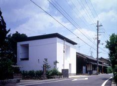 JUN TAMAKI_Casa Hakana, Uji 1998. Para padres y 2 adoslescentes. Particiones efímeras para prevenir el hikikomori.
