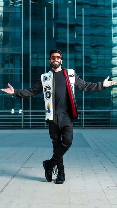 Ranveer Singh Biography: Born as Ranveer Singh Bhavnani, he belongs to Sindhi family. Deepika Ranveer, Ranveer Singh, Deepika Padukone, Akshay Kumar, Bollywood Couples, Bollywood Photos, Bollywood Stars, Bollywood Fashion, Indian Celebrities