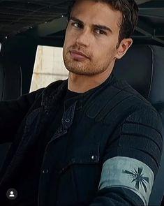 Tobias, Divergent Theo James, Divergent Hunger Games, Divergent Movie, Divergent Fandom, Divergent Insurgent Allegiant, Cute Celebrity Guys, Cute Celebrities, Celebrity Crush