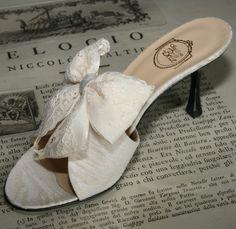 """Fleur de Lys"" in cream cotton - double bow in cream satin and Valenciennes lace http://store.leschaussonsdelabelle.com"