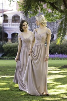 Sorella Vita bridesmaid dresses makes it easy to find a stunning dress for everyone in your bridal party. Choose from over 30 colors and luxe fabrics.