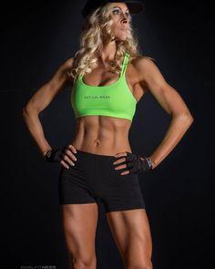 """51-vuotias fitnessmalli kertoo sokistaan: naiset eivät kestä kauneuttani - """"Ymmärrän nyt ulkomuotoni voiman"""""""