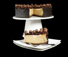 Cappuccino-Fudge Cheesecake {Torta di Formaggio al Cappuccino} @Grace | Grace's Sweet Life #food #chocolate