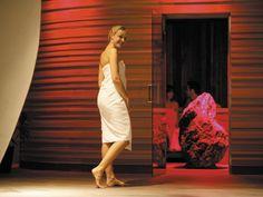 Architektur trifft auf Entspannung Hotel Wellness, Massage, Ad Hoc, Backless, White Dress, Photography, Dresses, Fashion, Winter