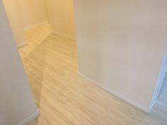 Wallpaper and floor sample image