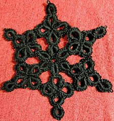 Beautiful cro-tat snowflake that looks harder to do than it is...FREE PATTERN!