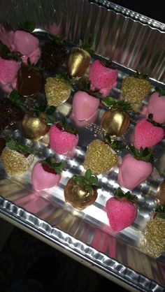 Chocolate covered strawberries pink and gold - Birthday Party Sleepover Birthday Parties, Birthday Party For Teens, Pink And Gold Birthday Party, Pink Birthday Food, Teen Parties, Teen Birthday, Golden Birthday, Sweet 16 Birthday, Surprise Birthday