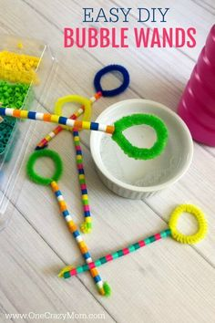 Learn how to make a bubble wand. Make this diy bubble wand for tons of fun. Homemade bubble wands are easy to make. Kids will love decorating the wands with beads. diy toys DIY Bubble Wand - Learn how to make a bubble wand Diy Projects For Kids, Easy Crafts For Kids, Diy For Teens, Diy For Kids, Quick Crafts, Diy Gifts For Kids, Homemade Bubble Wands, Homemade Bubbles, Bubble Diy