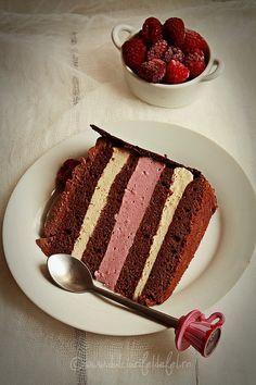 Dark Chocolate Cake with Raspberry Mousse and Chocolate Cream Raspberry Mousse, Chocolate Raspberry Cake, Dark Chocolate Cakes, Chocolate Cream, Something Sweet, Nutella, Tiramisu, Ethnic Recipes, Cook
