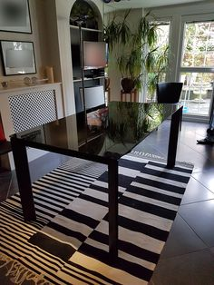 Modern and stylish table delivered to our client in London. Black Glass Dining Table, Extendable Dining Table, London, Stylish, Link, Modern, Home Decor, Expandable Dining Table, Trendy Tree