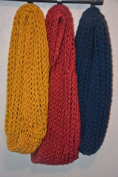 Made by Lot: Een ideale sjaal voor beginners Knitted Shawls, Crochet Shawl, Crochet Baby, Chrochet, Knit Crochet, Knitting Patterns, Crochet Patterns, Poncho Shawl, Crochet Blocks