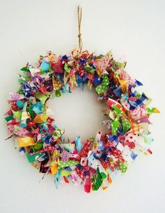 silly old suitcase: DIY-Tutorial Voorjaars krans van stof.Spring wreath of fab., silly old suitcase: DIY-Tutorial Voorjaars krans van stof.Spring wreath of fabric scraps. Craft Tutorials, Craft Projects, Fun Crafts, Christmas Crafts, Christmas Colors, Fabric Wreath, Ribbon Wreaths, Tulle Wreath, Burlap Wreaths
