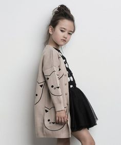 Huxbaby is focusing on minimalist fashion for kids, with style and sophistication. Their designs are clean and made with super soft organic cotton.CLEAN CLEAN may refer to: Cute Kids Fashion, Little Girl Fashion, Toddler Fashion, Toddler Girl Style, Cute Baby Girl Outfits, Little Girl Dresses, Outfits Niños, Kid Styles, Kind Mode