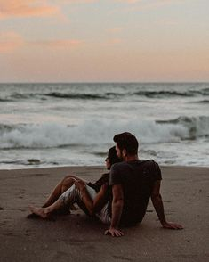 """💌 """"Dear W, i adored every ounce of you, every drop. our chance meeting that summer night felt destined - i truly believed we were meant to… Couple Photoshoot Poses, Couple Posing, Couple Shoot, Relationship Goals Pictures, Cute Relationships, Cute Couple Pictures, Summer Pictures, Cute Couples Goals, Couple Goals"""