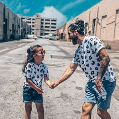 Matching Family Set, Summer Matching Wear, Matching Family Outfit, Family Tshirts, Matching Siblings Tees, Matching Outfit, Familien Outfit Family Set, Matches Fashion, Matching Family Outfits, Mommy And Me, Siblings, First Love, Kimono Top, Photoshoot, Tees