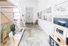 DTR studio architects have designed a single family house for a painter in Gaucín, Costa del Sol, Malaga, Spain. Studios Architecture, Interior Architecture, Interior Design, Architect House, Architect Design, Journal Du Design, Interior Stairs, Malaga, White Walls