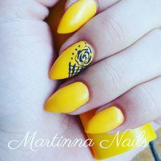 Yellow nails art flower