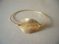 Gorgeous! I love simple jewelry! And nature. And nature-inspired jewelry.