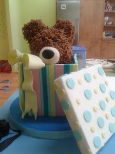 Tarta caja oso. Gift boz with bear
