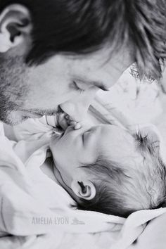 Listen up all you dads! This post is written just for you. For all the moms reading, this post is all about helping your husband bond with your newborn, so feel free to share this useful information with him! (Image from our Pinterest page.) Whether this is your first baby, fourth, fifth or ev