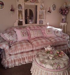 Shabby Chic Interior Design Ideas For Your Home Casas Shabby Chic, Shabby Chic Interiors, Shabby Chic Pink, Shabby Chic Homes, Shabby Chic Style, Shabby Chic Furniture, Shabby Chic Decor, Shabby Chic Sofa, Vintage Shabby Chic
