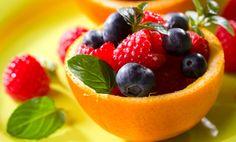 20/20-friendly froyo // FF Greek yogurt + vanilla + fruit of choice + ice. Blend freeze.