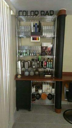 Color bar Hair Stations, Salon Stations, Home Hair Salons, Home Salon, Salon Design, Studio Design, Salon Color Bar, Hair Product Organization, Beauty Salon Decor