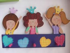 Mente Creativa: PERCHEROS NIÑA EN COUNTRY Country Paintings, Red Pattern, Girl Room, Wooden Toys, Wood Crafts, Decoupage, Hanger, Projects To Try, Christmas Ornaments