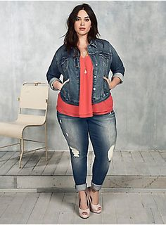 Buying plus size clothes are not easy. There is a lot of hits and misses a customer has to face while purchasing it. The biggest problem with buying clothes for women with the plus-size is either n… Look Plus Size, Curvy Plus Size, Plus Size Jeans, Plus Size Fashion For Women, Plus Size Women, Plus Fashion, Womens Fashion, Fashion Fall, Fashion Styles
