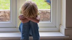 VOLANTAMUSIC: Video: Niñera amartilla y deja coja a niña