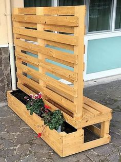 Outdoor Pallet Projects pallet planter with attached bench - Bring a great change to your house renovation by crafting a wonderful pallet planter cum bench for it. This is such a simple, different yet. Pallet Garden Furniture, Outdoor Furniture Plans, Pallets Garden, Outdoor Pallet Projects, Backyard Projects, Pallet Patio, Diy Planter Box, Diy Planters, Recycled Pallets