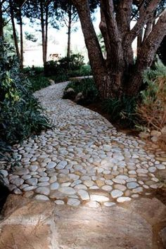 Love this stone path- reminds me of a lava flow. Chemins et Escaliers
