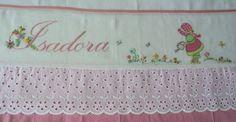 TOALHA DE FRALDA, tecido duplo, bordada com pontos livres e patchcolagem, acabamento com tecido 100% algod�o, vi�s e bordado ingl�s.