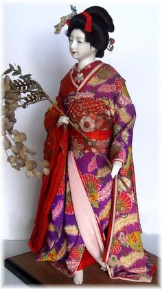 japanese antique doll in embroidered kimono Japanese Geisha, Japanese Kimono, Vintage Japanese, Japanese Art, Japanese Doll, Antique Dolls, Vintage Dolls, Japanese Traditional Dolls, Doll Japan
