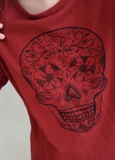 Kup mój przedmiot na #vintedpl http://www.vinted.pl/damska-odziez/bluzy/20389315-cienka-bluza-bluzka-z-czaszka-bordowa-burgundowa-buraczkowa-38-m-dobra-tez-na-36-s