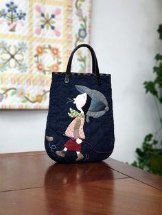 로맨틱가이 손가방 : 네이버 블로그 Patchwork Bags, Quilted Bag, Beautiful Bags, Bag Making, Quilt Patterns, Diy And Crafts, Pouch, Reusable Tote Bags, Quilts